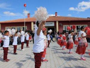 Şehit Hacı Şahin İlkokulunda 23 nisan Başka Kutlanır