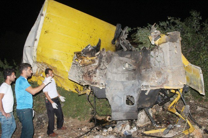 Kamyon Uçuruma Yuvarlandı: 3 Ölü, 1 Yaralı