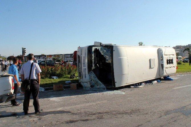 Ambulansa Yol Veren İşçi Servisine Tır Çarptı: 16 Yaralı