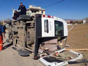 Diyaliz Hastalarını Taşıyan Minibüs Devrildi: 12 Yaralı