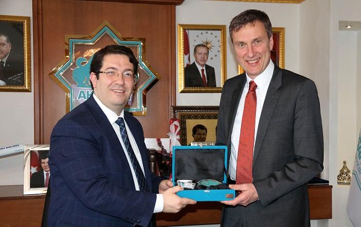 Mercedes-Benz Direktörü Prof. Dr. Frank h. Lehmann'dan Başkan Yazgı'a ziyaret