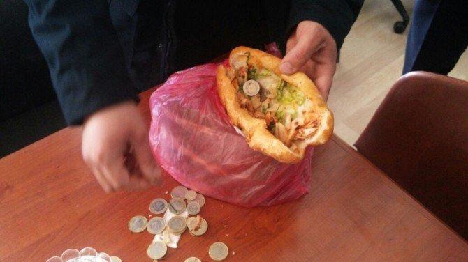 Dilencinin parası ekmek arası dönerde çıktı