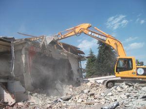 Beyşehir'de iki yılda 56 metruk yapı yıkıldı