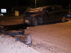 Konya'da otomobil elektrik direğine çarptı: 1 ölü, 1 yaralı