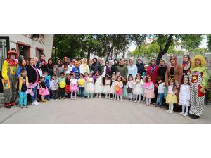 AKMEK'ten mezun olan çocuklar karnelerini aldı