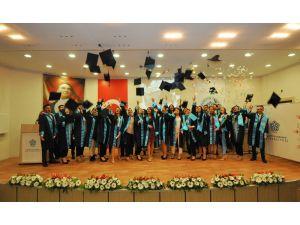 NEÜ Uygulamalı Bilimler Yüksekokulu ilk mezunlarını törenle uğurladı