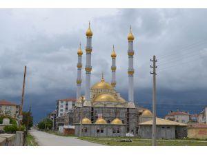 Kulu'da yapımı süren Yeşil Cami kısmen ibadete açıldı