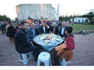 Beyşehir Belediyesinden mahalle sakinlerine iftar yemeği