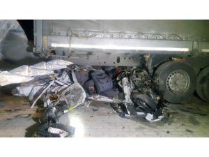 Aksaray Konya yolunda kaza! Otomobil Tırın Altına Girdi: 2 Ölü