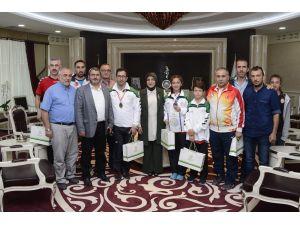 Başkan Toru başarılı sporcuları ağırladı