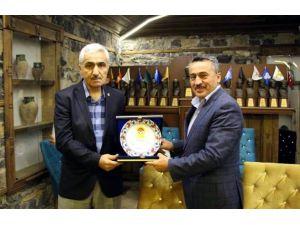 TÜFAD'dan Başkan Tutal'a plaket