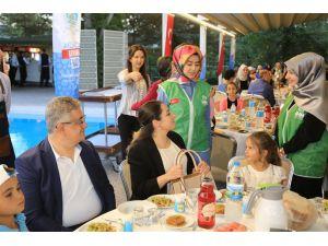 Aksaray'da yetim çocuklar iftarda buluştu