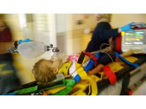 Üçüncü kattan düşen çocuk ağır yaralandı