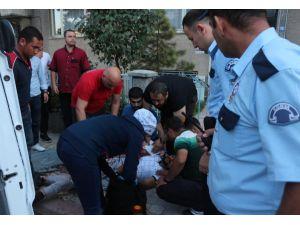 Şehir magandalarının silahlı kavgasında yoldan geçen 2 kişi yaralandı