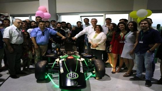 Eskilli Habibe Kesmez'in yer aldığı öğrenci grubu elektrikli araba üretti