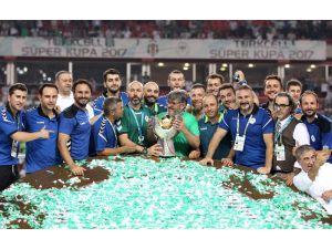 Reşit Akçay, 32 yıllık antrenörlük kariyerini Süper Kupa ile devam ettiriyor