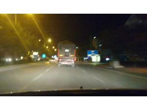 Makas atıp ışık ihlali yapan tır sürücüsü trafiğe tehlikeye düşürdü
