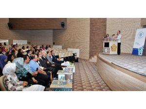 Dünyaca ünlü diş profesörü Mutlu Özcan NEÜ'de konferans verdi