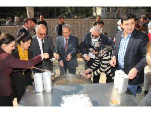 Akşehir Belediyesi'nden üniversite öğrencilerine Aşure İkramı