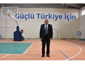 Eskil'de kapalı spor salonu hizmet vermeye başladı