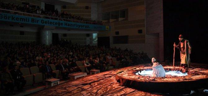 """Konya'da """"Bir Yunus Hikayesi"""" Tiyatro Oyununa Yoğun İlgi"""