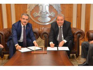 Selçuk Üniversitesinde Öğrenci Yurdu ve Arsa Devir Protokolü İmzalandı