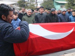 Dağıtım iznindeyken göçük altında ölen asker defnedildi
