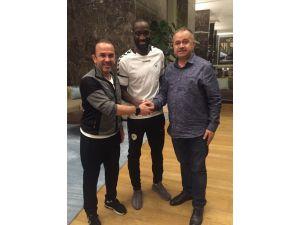 Atiker Konyaspor, Yatabare ile  2.5 yıllık sözleşme imzaladı