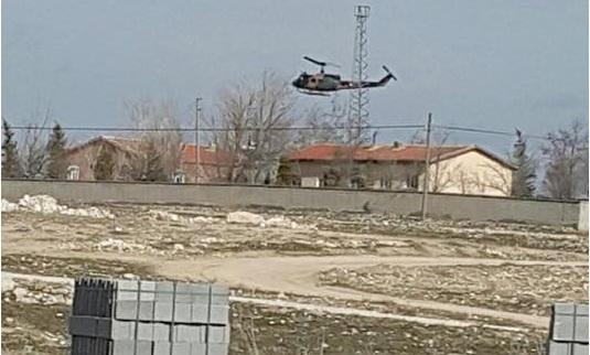 Eskil'de alçak uçuş yapan askeri uçakla, helikopter şaşırttı