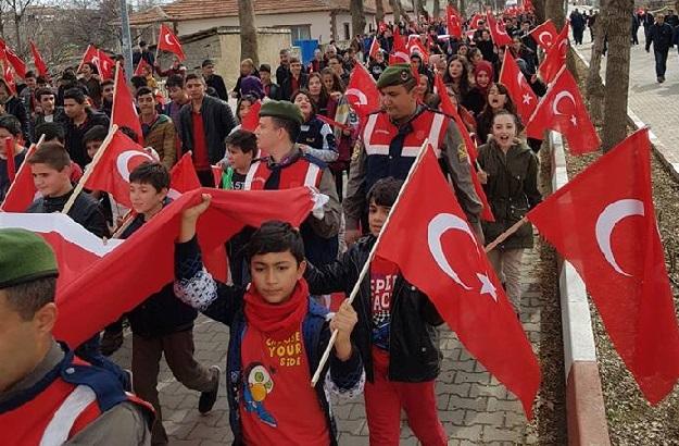 Sarıyahşi Mehmetçik için yürüdü