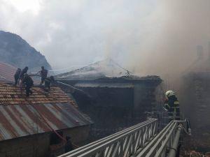 Konya'da ateşle kontrol edilirken patlayan tüp evi kül etti