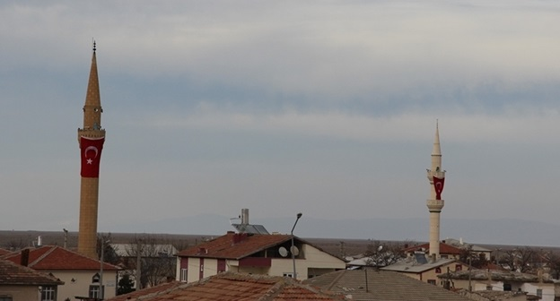 Eskil'de minareler bayraklarla donatıldı