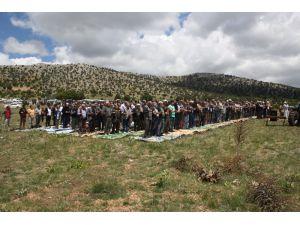 Derbent'te çiftçi yağmur duasına çıktı