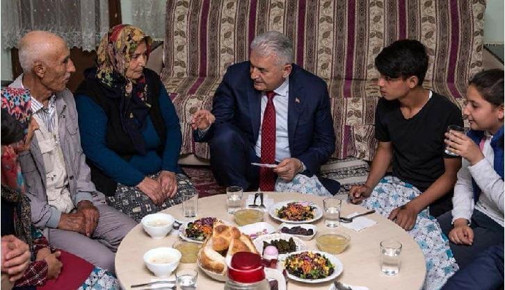 Başbakan Yıldırım ilk iftarı Eskilli aileyle yaptı