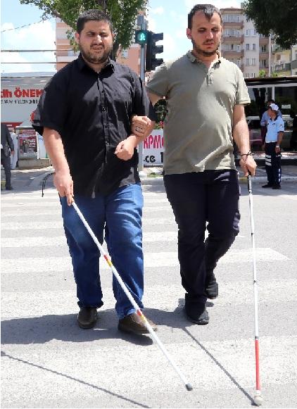 Aksaray'da trafik lambaları, görme engelliler için konuşacak