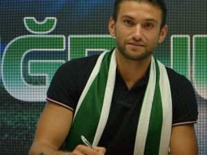 Kaleci Ertuğrul Taşkıran Konyaspor'la sözleşme imzaladı