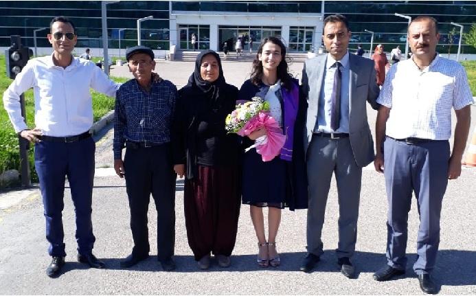 Altan ailesinin mezuniyet sevinci