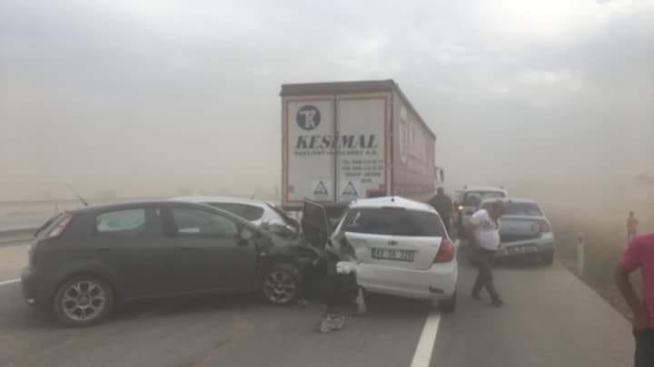 Konya'da Kum Fırtınasında 19 Araç Birbirine Girdi: 17 Yaralı