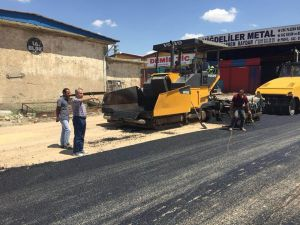 Akşehir'de asfaltlama çalışmaları sürüyor