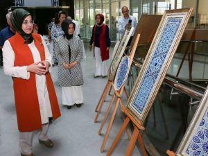 Çini eserler Meram'da beğeniye sunuldu
