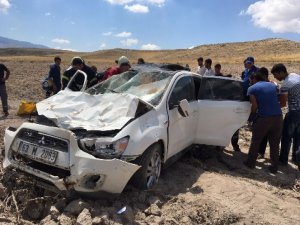 Kontrolden Çıkan Otomobil Şarampole Yuvarlandı: 5 Yaralı