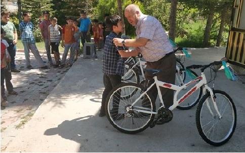 Kökez'de örnek uygulama, Sabah namazına gelen çocuklar ödüllendirildi