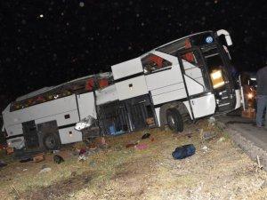 Aksaray - Ankara yolunda polis otobüsü devrildi