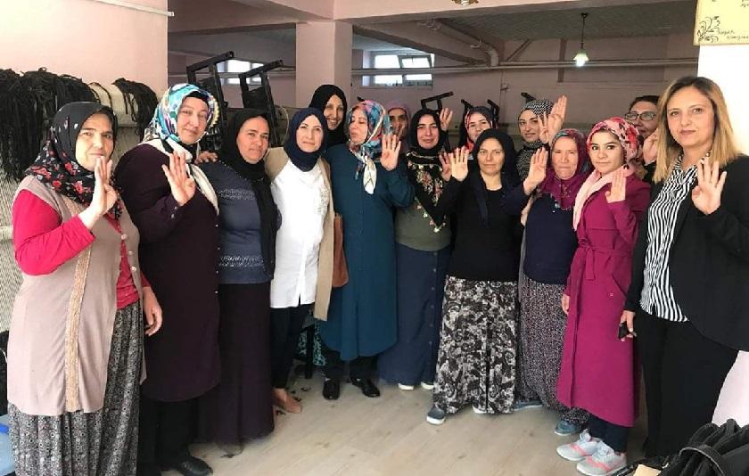 AK Kadınlar Aksaray'da çalmadık kapı bırakmıyor!