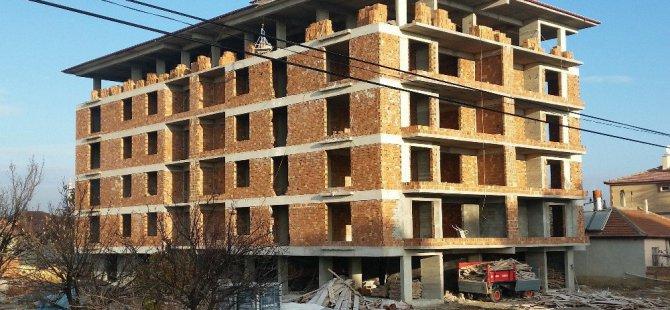 5. kattan düşen Suriyeli işçi ağır yaralandı