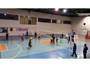 Kulu'da kaymakamlık voleybol turnuvası gelirleri Yemen'e gönderildi
