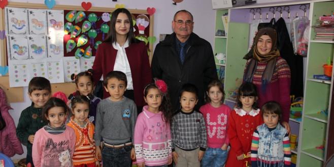 Eskil Kaymakamı Kübra Karaalioğlu okul ziyaretlerini sürdürüyor.