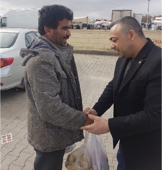Süleyman Altan Eskil'de pazar ziyareti gerçekleştirdi