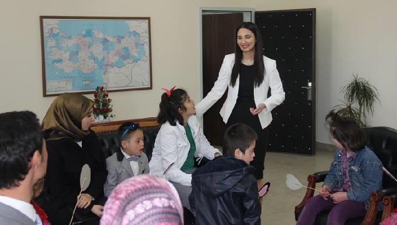 Kaymakam Karaalioğlu'nun Eşmekaya'dan çok özel misafirleri!