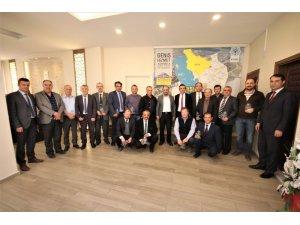 Başkan Özaltun'dan birim müdürlerine teşekkür plaketi